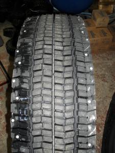 Грузовые шины с шипами 295 80 R22,5 Bridgestone W990