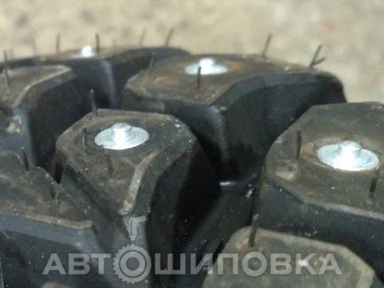 Шипованные шины для ледозаливочной машины